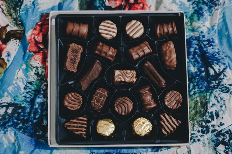 Chocolate Bars For The Christmas And Celebration Are Some Ideas To Share